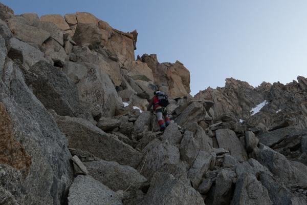 Dans les rochers pour rejoindre l'arête de la Table