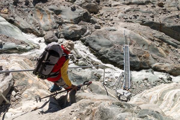 Les échelles pour descendre sur le glacier