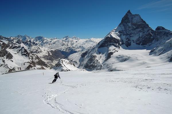 Belle et longue descente sur Zermatt