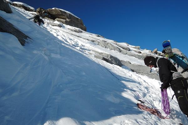 Un peu d'alpinisme pour franchir l'arête