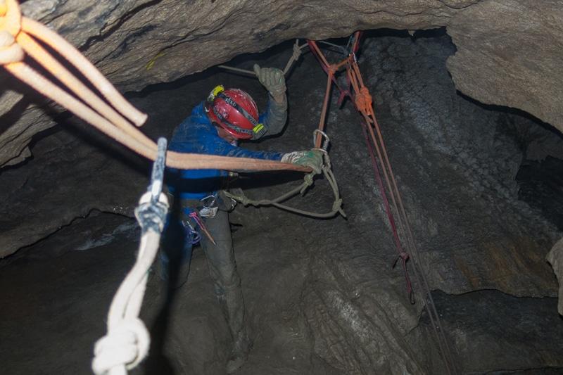 Cordes au-dessus du puits