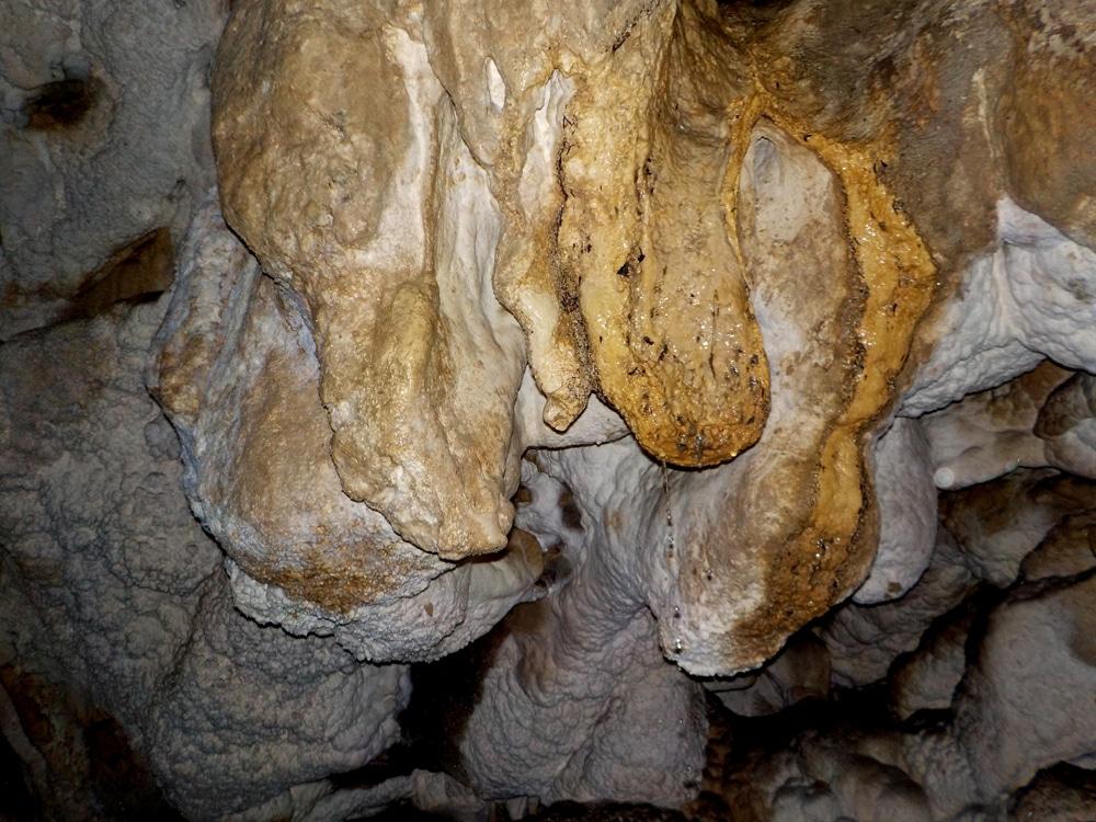 Détail de la grotte de Megevette