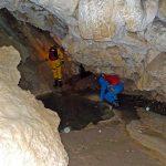 Cheminement dans la grotte de Megevette